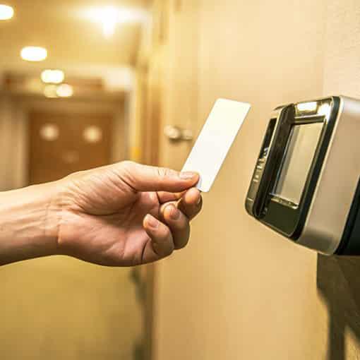 Kontaktlose Zugangskontrolle - Sicherheit in unsicheren Zeiten